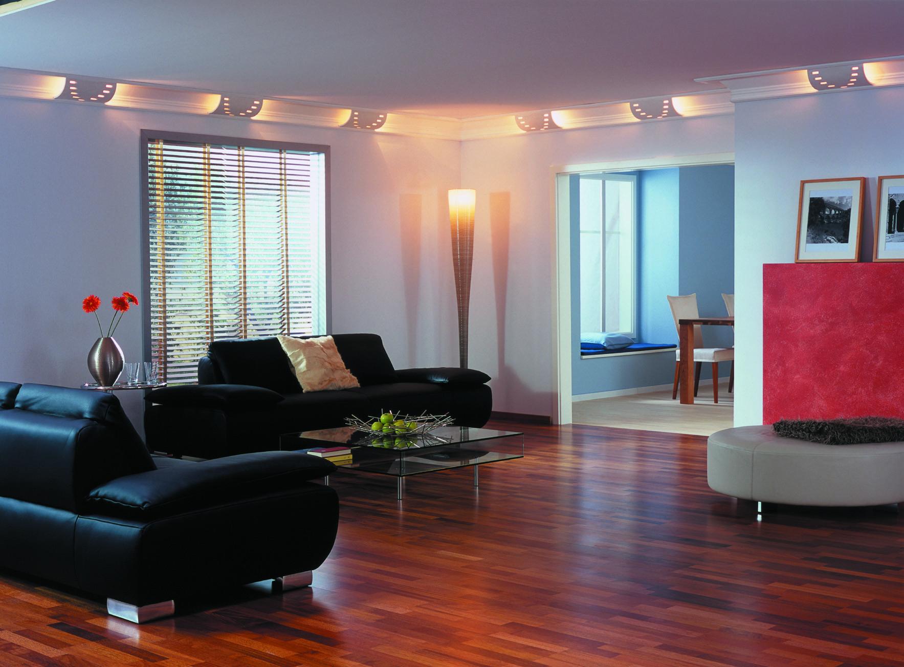 Глянцевые натяжные потолки: изысканный стиль или пережиток лихих девяностых?